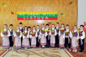 """Vasario 16-ajai,lopšelis-darželis """"Gintarėlis"""" visą savaitę organizavo veiklas skirtas Lietuvos valstybės nepriklausomybės dienai paminėti."""