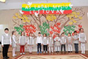 """Kovo-11-osios literatūrinė-muzikinė popietė """"Aš labai myliu Lietuva""""(nuotraukų autorė I. Galdikeinė)"""